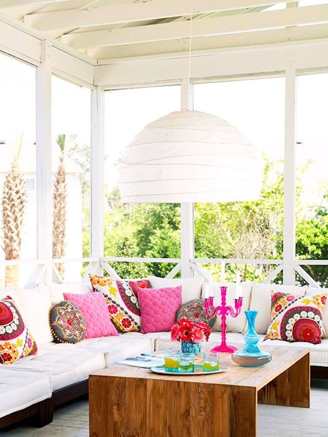 bright boho seating and pillows, room decor ideas